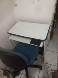 Mesa e cadeira de escritório/computador
