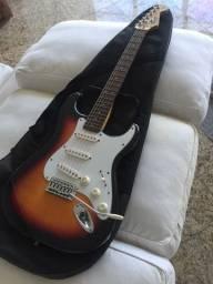 Guitarra Fender Squier Strat com case e Amplificador Onerr block 20 series