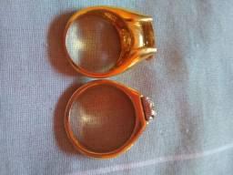 Dois anel chapeado