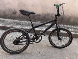 Bike BMX V/T em bike grande