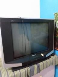 TV e caixa de som