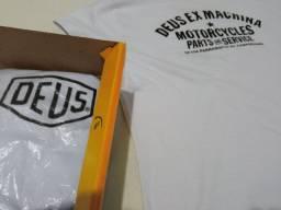 Camiseta Deus Ex Machina G, GG Masc e G Fem