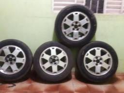 Jogo de roda 5furos com pneus bom *