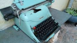 Maquina de escrever antiga (versão de colecionador) - Modelo 2