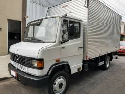 Caminhão Baú MB 710 Plus 2009