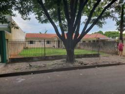 Casa com 300m² de terreno no Larangeiras