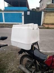 Baú 135 litros com suporte universal