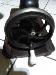 Maquina De Costura Manual Antiga Alemã Marca Dietrich Vesta 1920