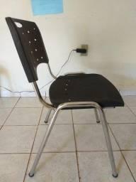 07 Cadeiras de Escritório, encosto de plástico reforçado na cor preta