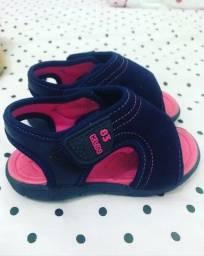 Sandália azul e rosa da KLIN, tamanho 22