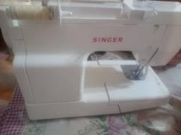 Máquina de Costura Singer Facilita Seminova