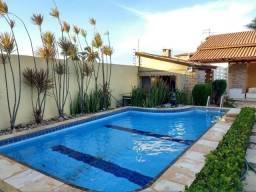 Casa no Porto das Dunas com 3 suítes, piscina, churrasqueira, fino acabamento