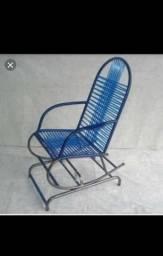 Duas cadeiras de balanço infantil