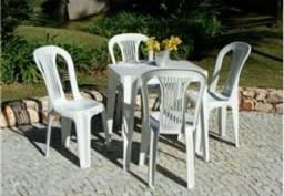 Conjunto de Mesas e Cadeiras Plásticas