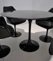 Mesa Saarinen De 90ø Com Mais 4 Cadeiras