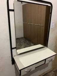 Espelho com bancada e duas gavetas para salão