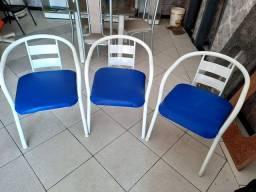Conjunto com 03 cadeiras