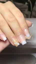 Alongamento de unhas em fibra de vidro e gel
