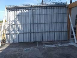 Cobertura medindo 6x3 com bica e telhas de zinco