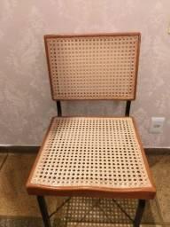 Cadeira de palha em madeira maciça