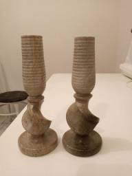 Peças esculpidas na pedra sabão.