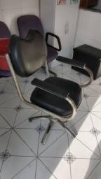 Cadeira hidráulica e lavatório para salão