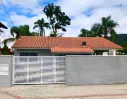 Casa na Praia de Zimbros/ Bombinhas SC. Temporada Verão 2021