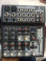 Mesa BEHRINGER 1002 FX com efeitos integrados
