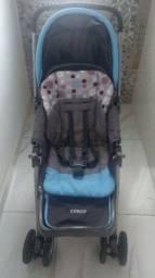 Carrinho com bebê comforto marca Cosco