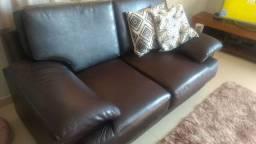 Sofá mega confortável na cor marrom café.