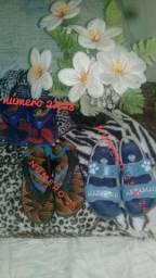 Sapatos sandalha de menino e percatinha para menina