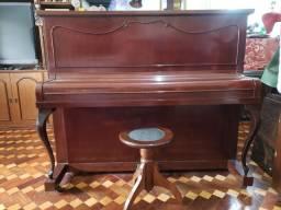 Piano Marca KLANGWERT. 100% Revisado e Restaurado. Afinado em 440 HZ. Acompanha banqueta.