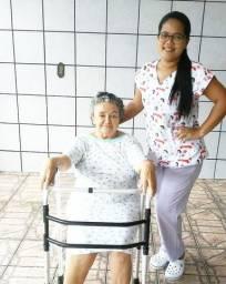 Acompanhante hospitalar e cuidadora de idosos