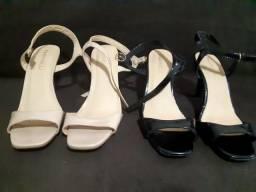 Duas sandálias para venda