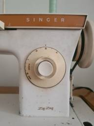 Máquina de Costura Singer Zig-Zag com Gabinete