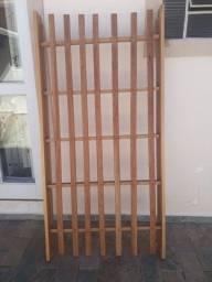 Vende estrado de madeira cama solteiro