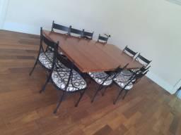Mesa com 12 cadeiras