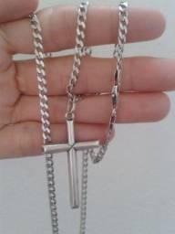 Corrente em prata 925 com pingente crucifixo.