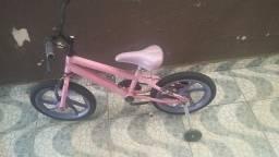 Bicicleta infantil bom estado pra menina