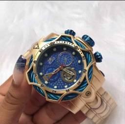 Relógio Invicta funciona horas e minutos