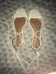 Sandália branca de corda
