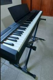 Vendo Lindo piano yamaha p-105