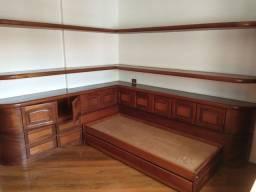 Estante lateral de cama + prateleiras suspensas em madeira.<br>Não inclui a bicama.<br>