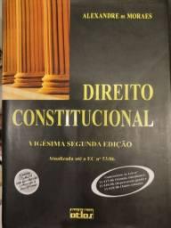 Vários livros de Direito + copo