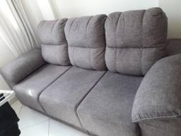 Sofá muito conservado.