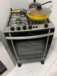 Vendo fogão 4 bocas,atlas,frente de vidro,forno funcionando e as 4 bocas  funcionando.