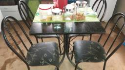 Vende-se mesa 4 cadeiras