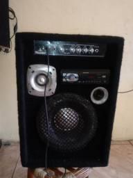 Vendo uma caixa amplificada com Radio,Cartão,Pe drive Valor R$ 230,00