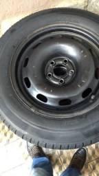 Vendo 4 pneus aro 15,com rodas. valor 400,00