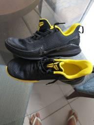 Tênis Nike manba